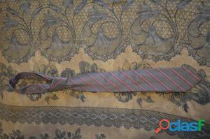 Cravatta grigio chiaro con righine