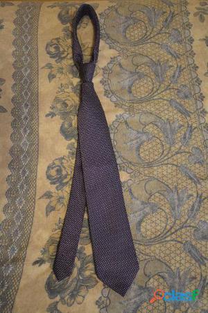 Cravatta viola con puntini