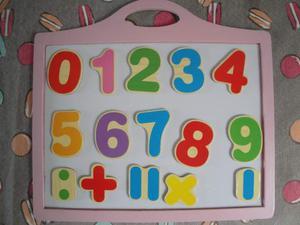 Lavagna rosa magnetica con numeri in legno