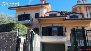 Villa bifamiliare a grottaferrata, citta metropolitana di