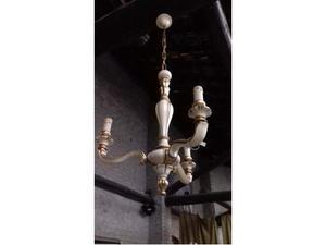 Lampadario vintage in legno lavorato