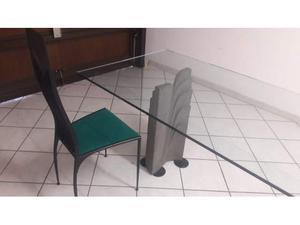 Tavolo in cristallo con sedie in ferro