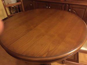 Tavolo rotondo color noce con 4 sedie
