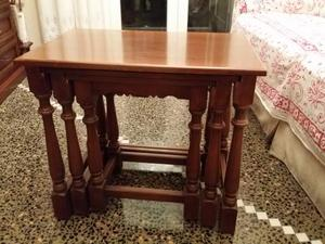 """Tris tavolini in noce estraibili - cm 55 x 37 â€"""" altezza"""