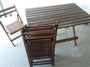 Tavolo in legno da giardino con 4 sedie
