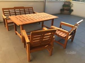 Tavolo, sedie e panca in legno massiccio