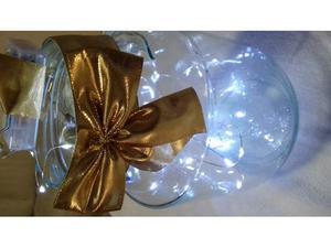 Runner natalizio e vaso in vetro con luci