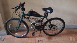 Bicicletta con motore a scoppio