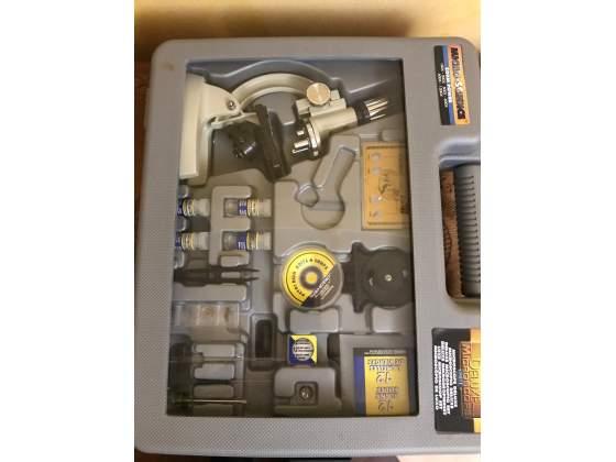 Valigetta con microscopio
