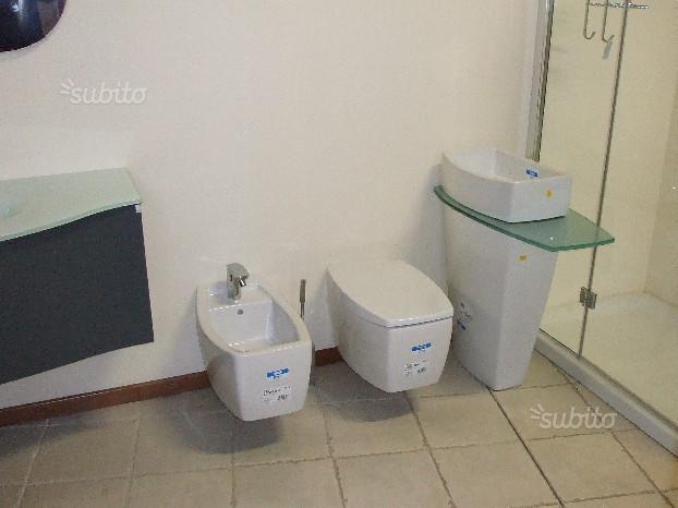 Lavabo a colonna moderno
