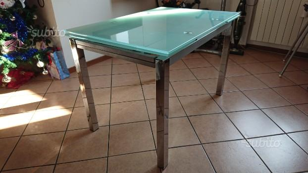 Scrivania vetro satinato ikea in vendita roma posot class - Tavolo allungabile vetro ikea ...