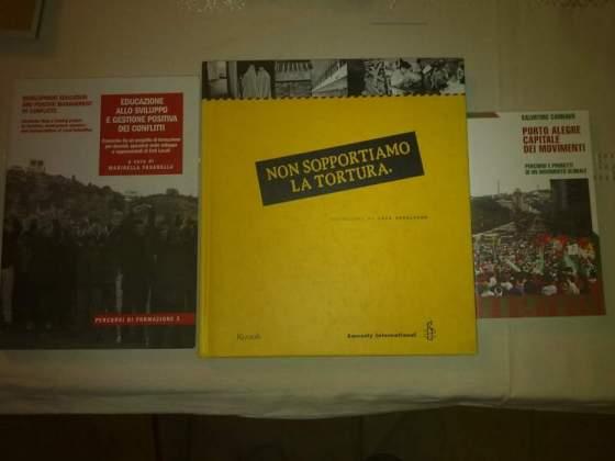 Libri vari nonviolenza, altroconsumo, lavoro, web economy