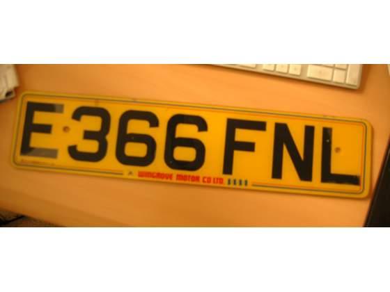 Targa AUTO originale inglese fine anni 70