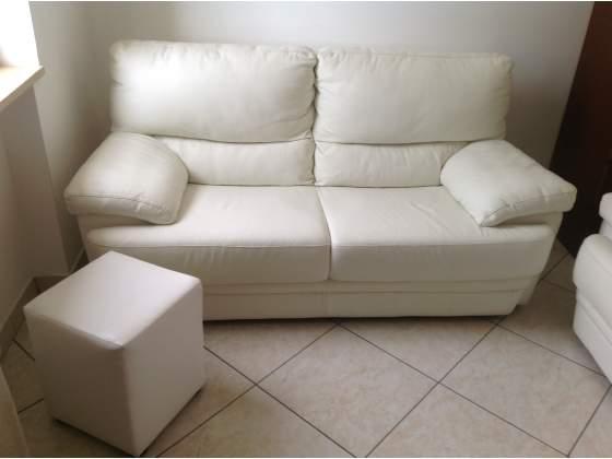 2 divani in pelle + pouf + borsa donna