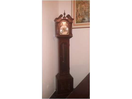 Antico orologio a pendolo.