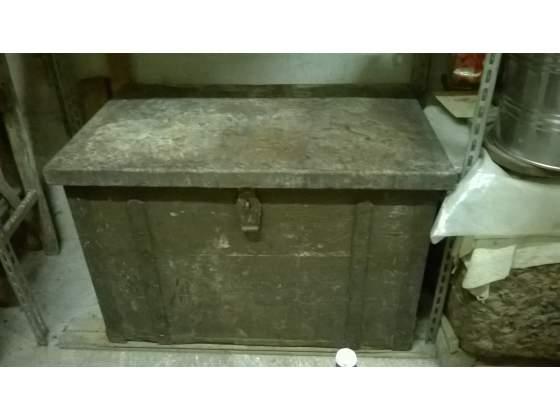 Baule in legno antico vintage con 2 vani in acciaio inox