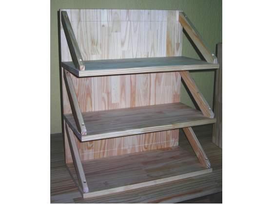 Elemento con ripiani in legno massello