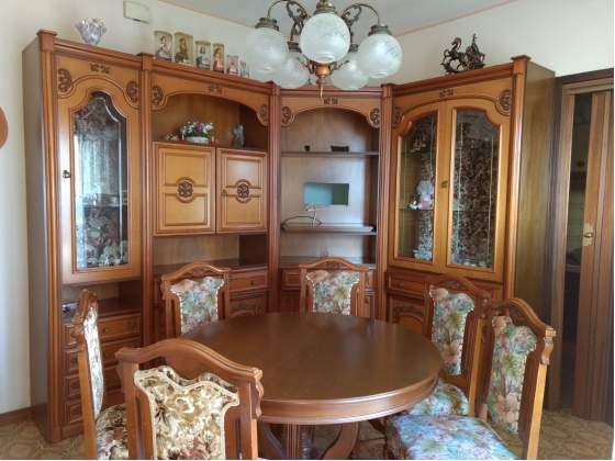 Mobile soggiorno in legno lavorato + sedie