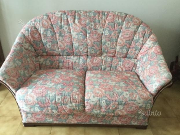 N. 2 divani