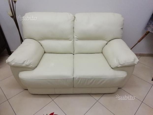 N. 2 divani in pelle