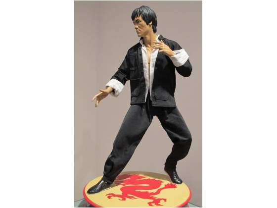 Sideshow bruce lee no hot toys