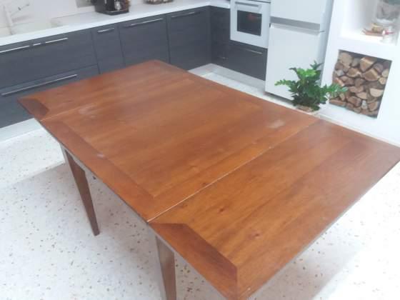 Tavolo da cucina con sedie