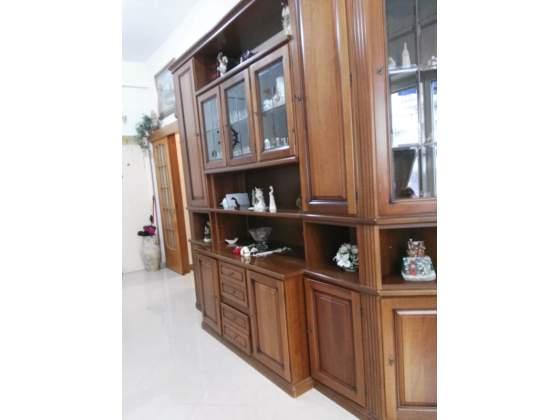 Vendo parete attrezzata legno noce vetrine
