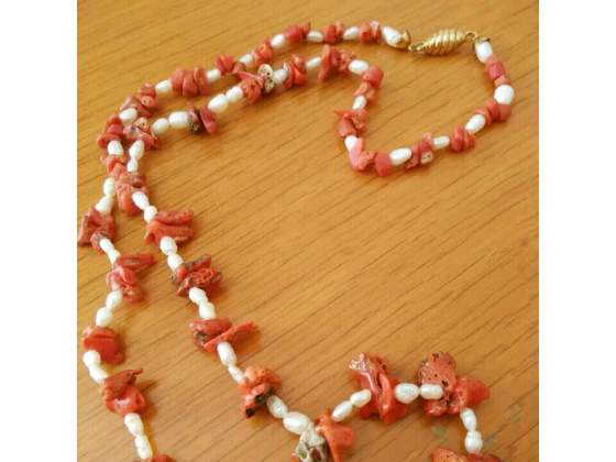 Collana antica in corallo e perle con chiusura in oro 50 gr
