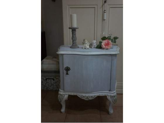 Comodino in stile shabby chic patina