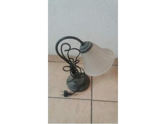 Lampada abat-jour vintage in ferro battuto e vetro
