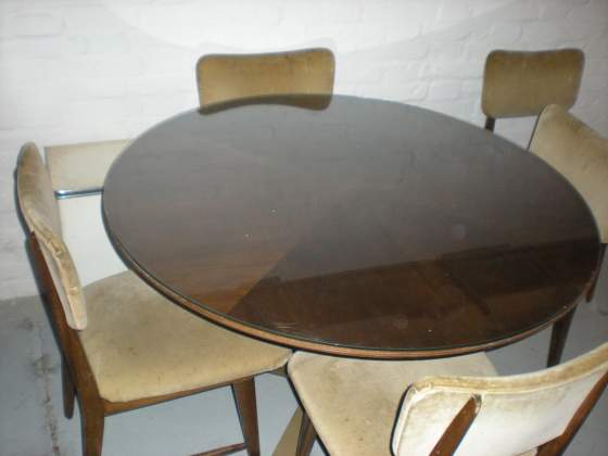 Tavolo rotondo con 5 sedie