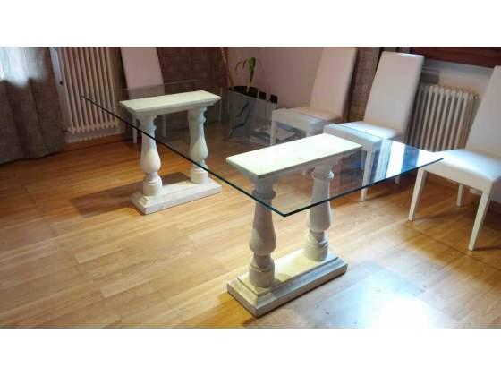 Tavolo vetro cristallo con gambe pietra di Vicenza