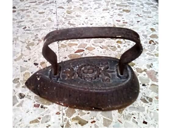 Antico ferro da stiro a piastra primi 900