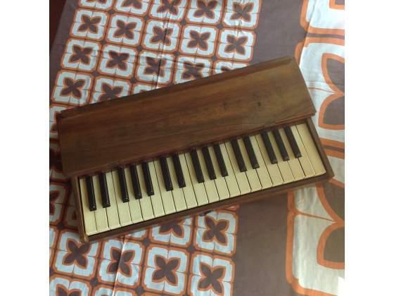 Tastiera muta tre ottave fine '800