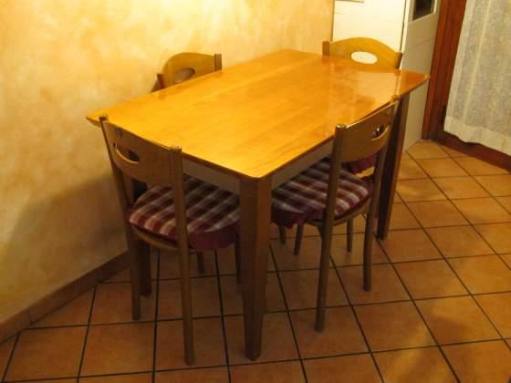 Tavolo da cucina piu' 4 sedie