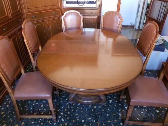 Tavolo in legno allungabile con 4 sedie in pelle
