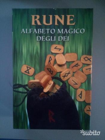 Rune alfabeto magico degli dei - Laura Tuan