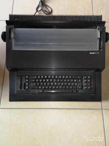 Macchina da scrivere Olivetti ET I21