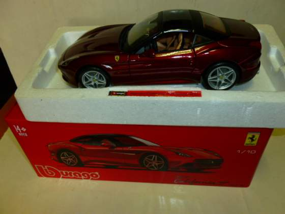 Ferrari california t rossa burago signature 1/18 nuova