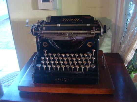 Macchina da scrivere Olivetti M20