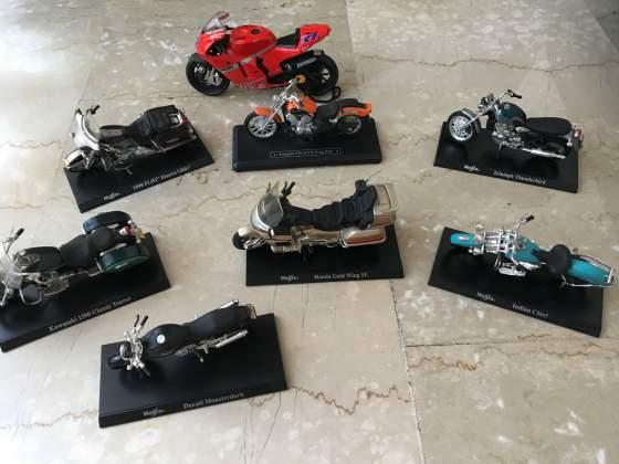 Stock di 8 modellini moto