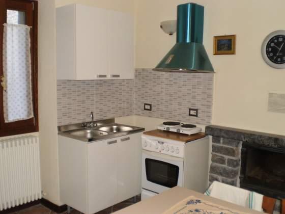 Cucina a 4 fuochi con forno, come nuova.