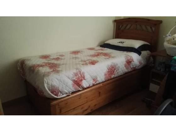 Letto in legno massello con contenitore (materasso incluso)