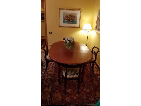Tavolo allungabile e 4 sedie antiquariato