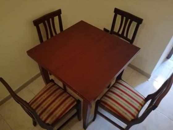 Tavolo allungabile più 4 sedie legno vero