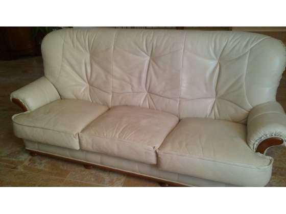 Tavolo tondo + sedie + divani