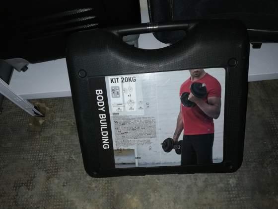 Vendo kit pesi 20 kg + altri 2 dischi 5kg l'uno