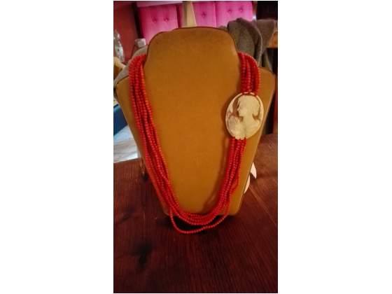 Meravigliosa collana in corallo con cameo