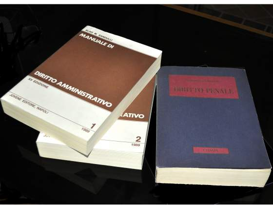 2 Manuali di Diritto Amministrativo e 1 Diritto Penale