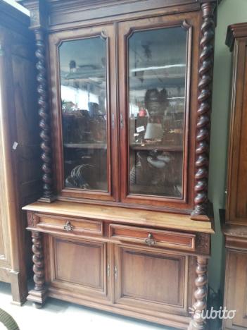 Armadio da soggiorno con vetrina vintage